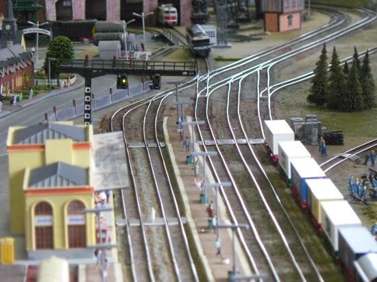 Vue des voies de la gare