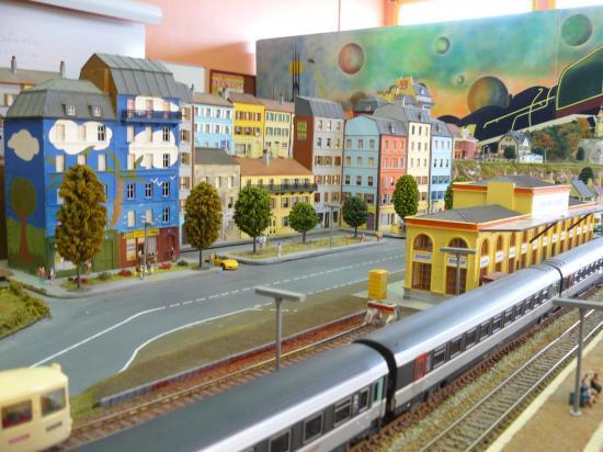 la ville devant la gare